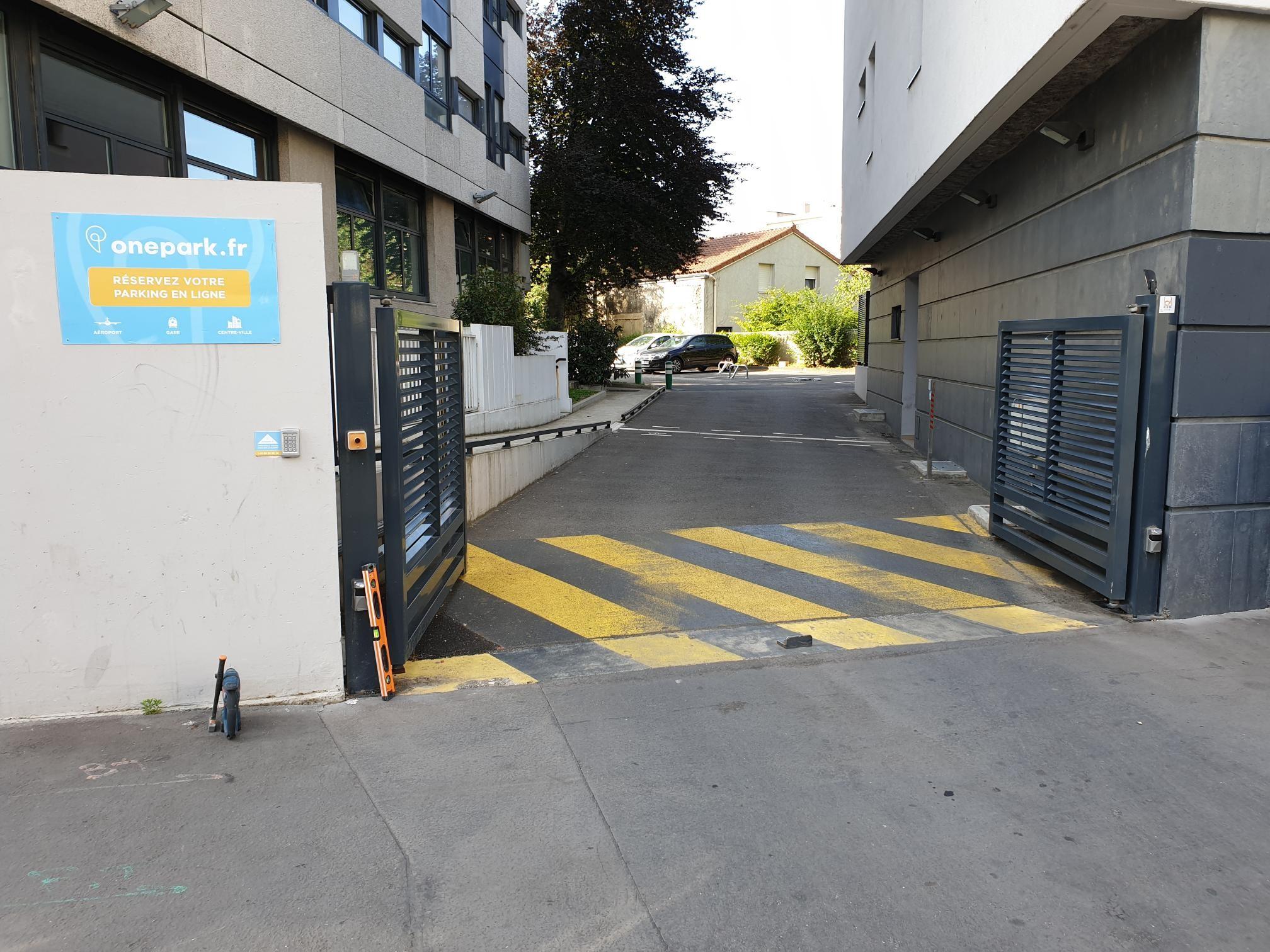 Parking Immeuble FAC-HABITAT LA GUILLOTIÈRE (Couvert) - Parking public - Lyon